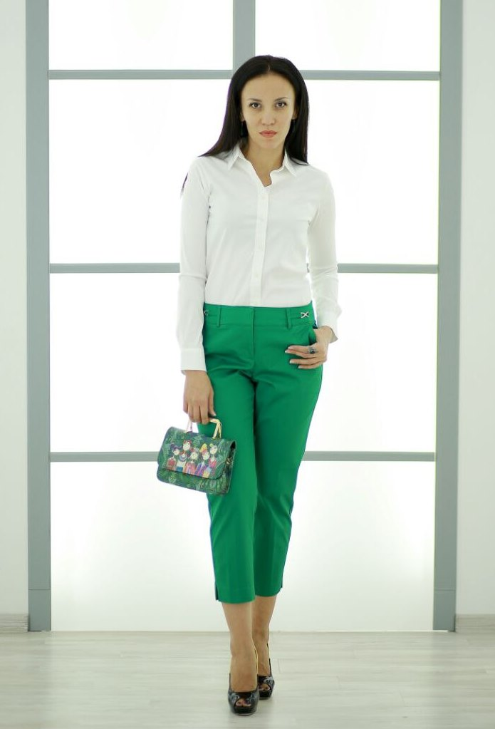 Business outfit: green color of clothes