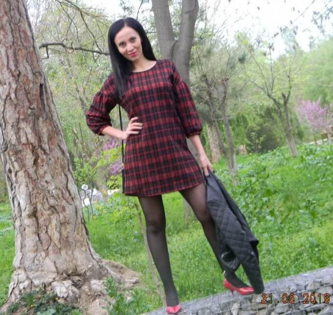Fashionable plaid dress: trend print of the season
